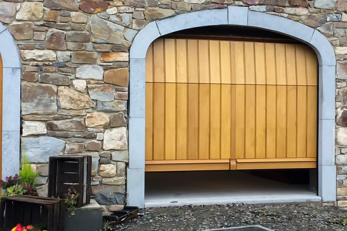 verticale-garagedeuren-van-hout-3