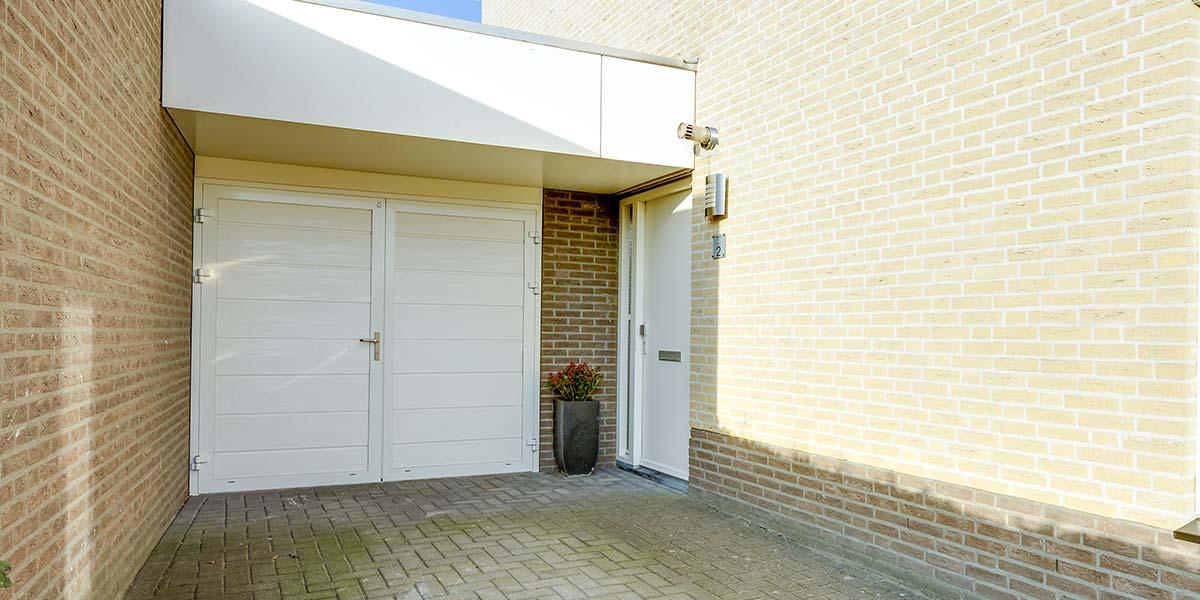 Witte garagedeuren