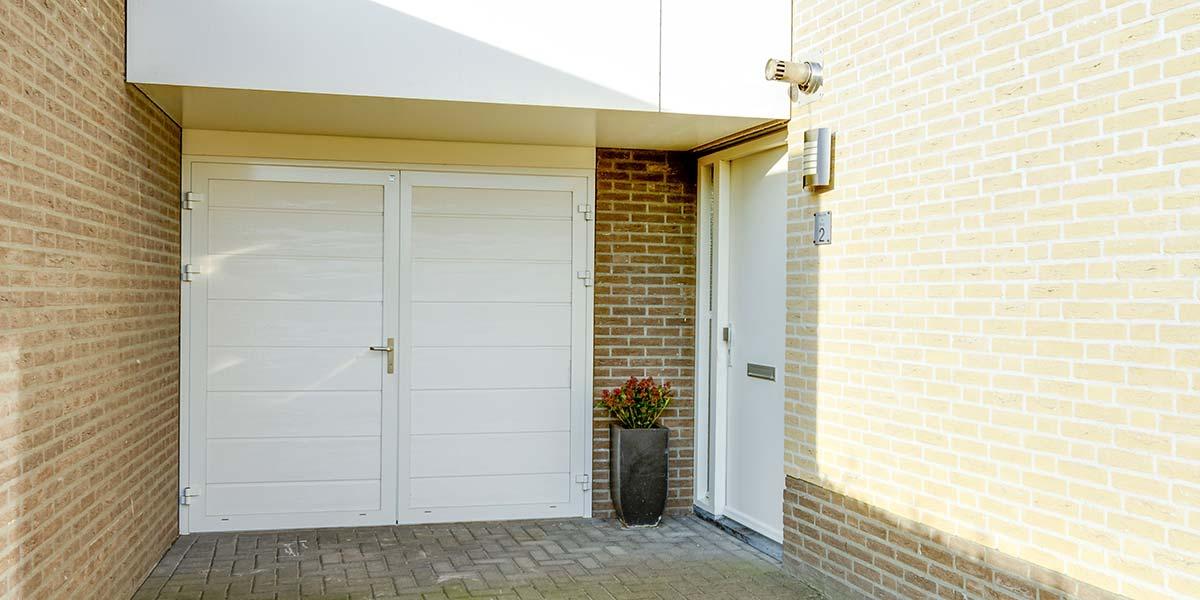 mooie-geisoleerde-openslaande-garagedeur-3