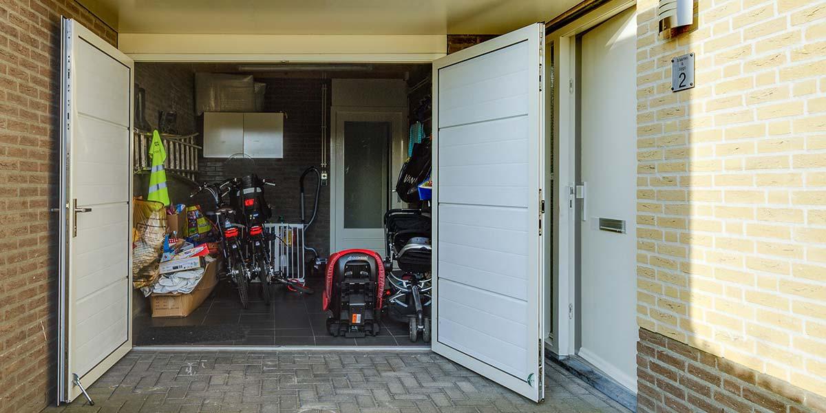 mooie-geisoleerde-openslaande-garagedeur-6