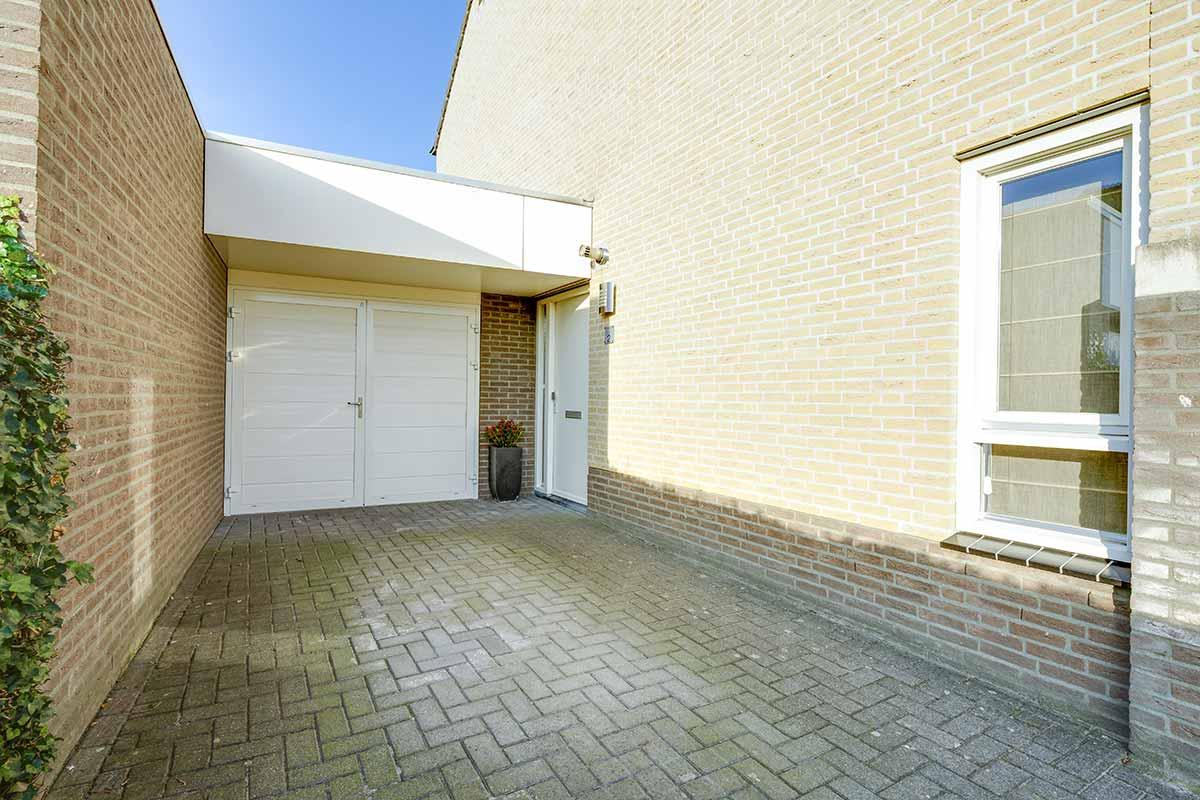 mooie-geisoleerde-openslaande-garagedeur1