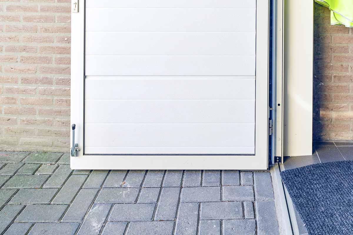 mooie-geisoleerde-openslaande-garagedeur-31