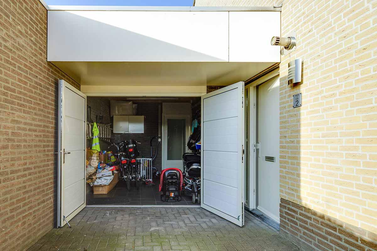 mooie-geisoleerde-openslaande-garagedeur-51