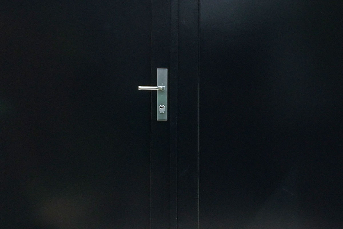 Houten-dubbele-deuren-met-raampjes-3