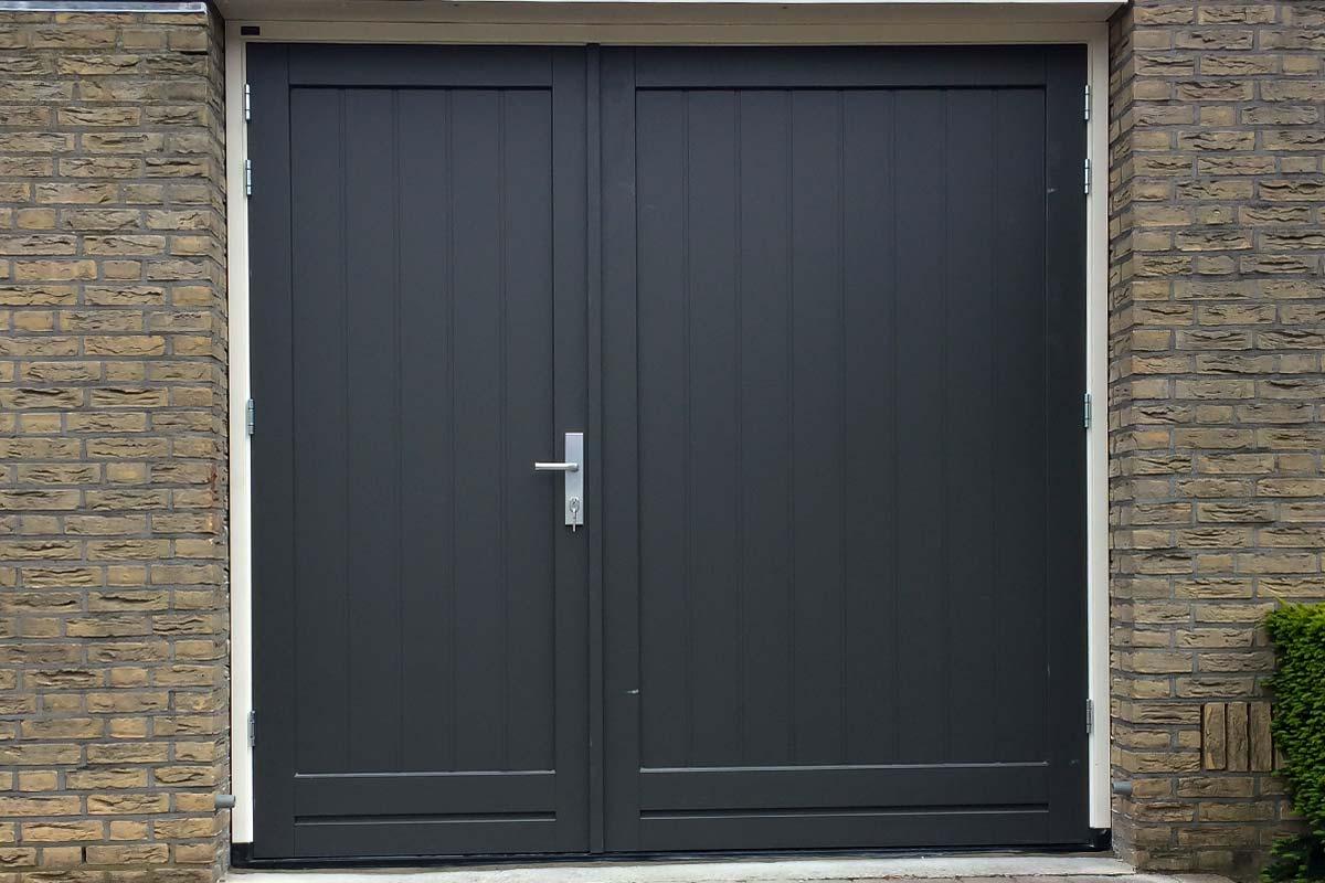 houten-openslaande-garagedeur-asymmetrisch-2