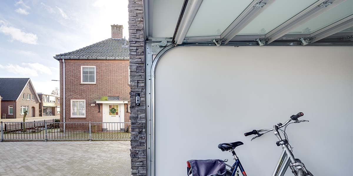 elektrische-glazen-garagedeur-binnenkant1