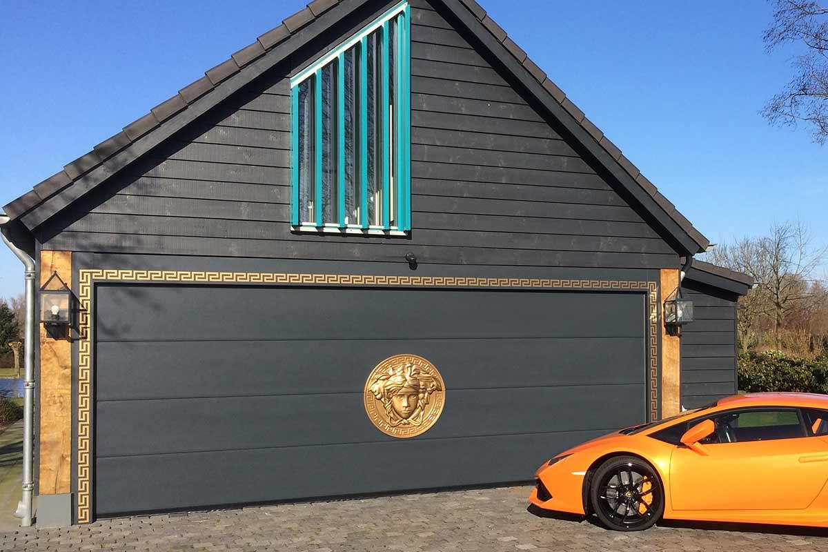 bijzondere-garagedeuren-met-ornament
