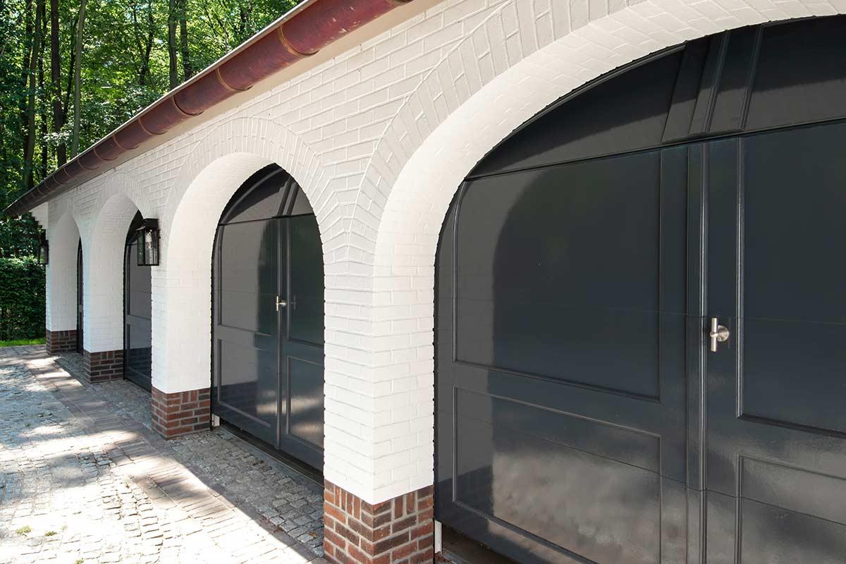 bijzondere-garagedeuren-openslaand-uitgevoerd-sectionaal