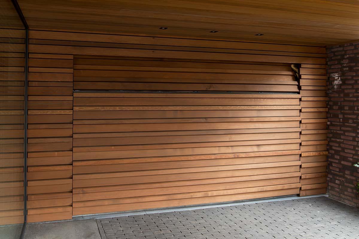 sectionaal-garagedeur-hout-2