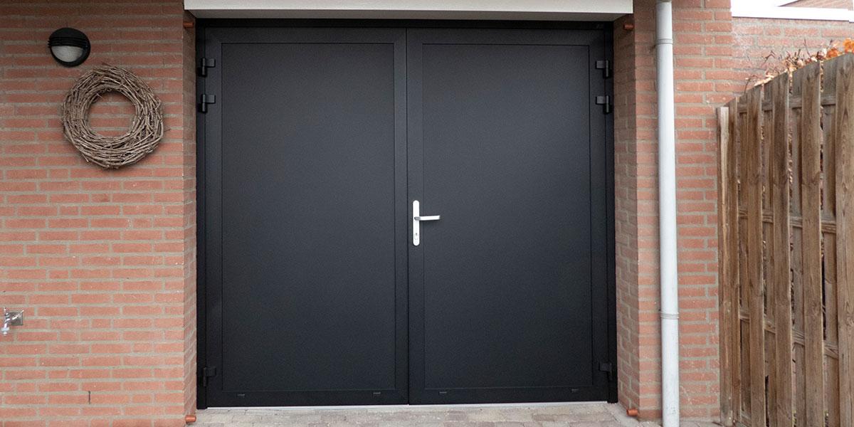 openslaande-garagedeur-zwart