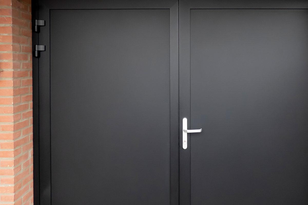 openslaande-garagedeur-zwart-2