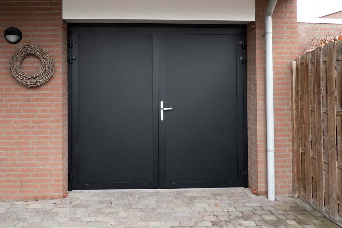 openslaande-garagedeur-zwart-3