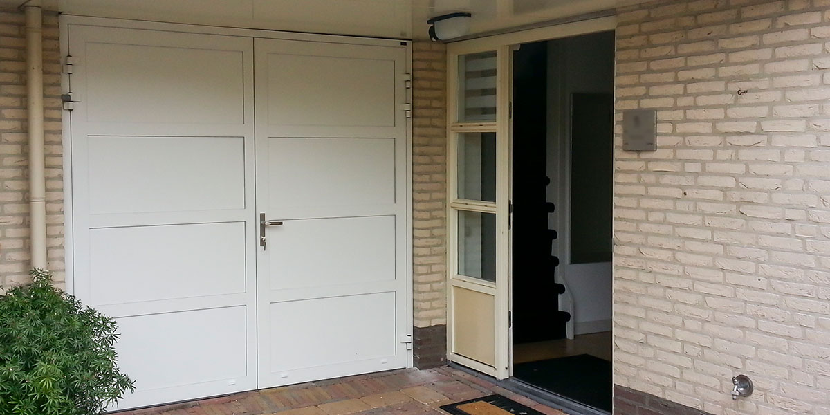 witte-openslaande-garagedeur-vlaksverdeling