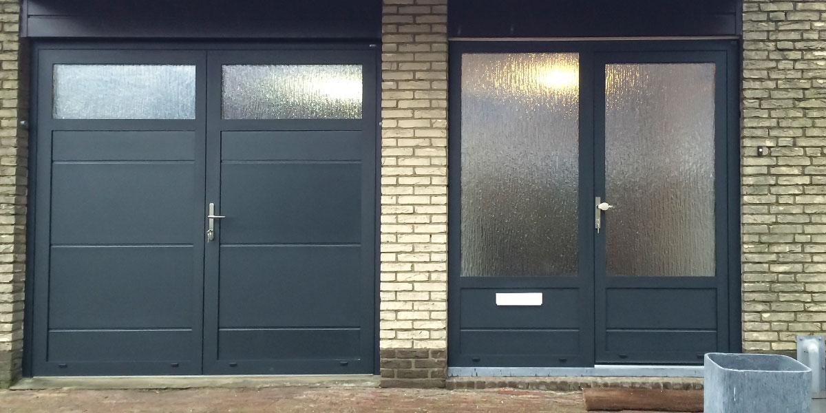 openslaande-garagedeur-en-voordeur-in-dezelfde-stijl