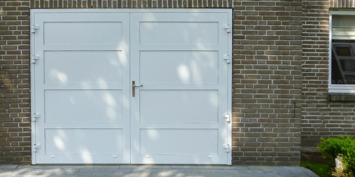 Openslaande-deur-en-poort-in-dezelfde-stijl