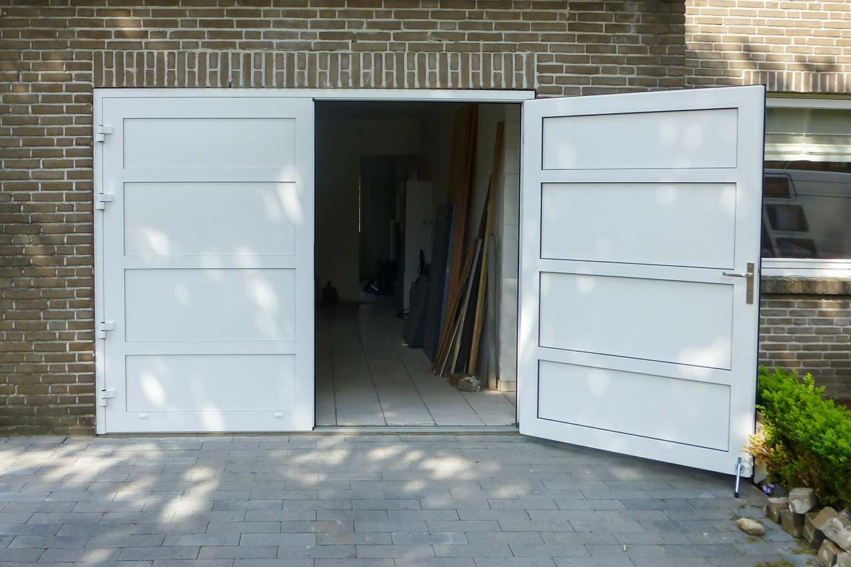 Openslaande-deur-en-poort-in-dezelfde-stijl-6