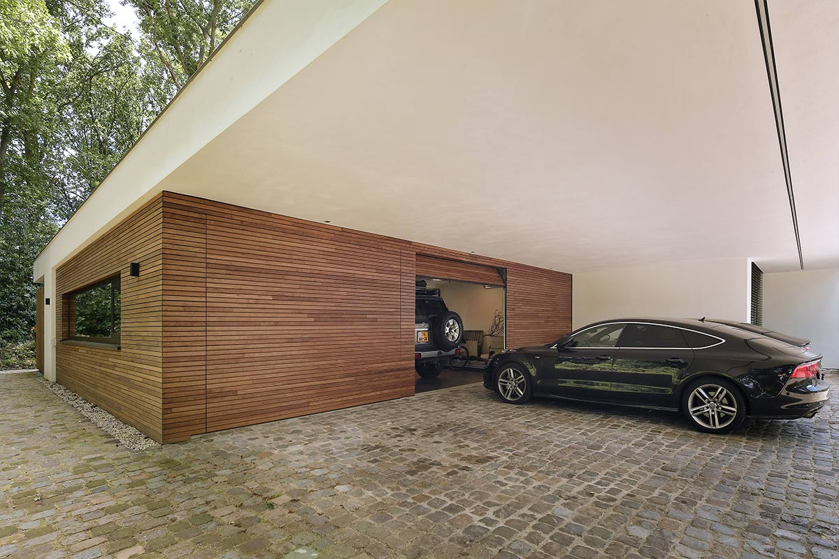 3-sectionaaldeuren-geïntegreerd-in-de-gevel-geproduceerd-van-Plato-Free-Willy-4