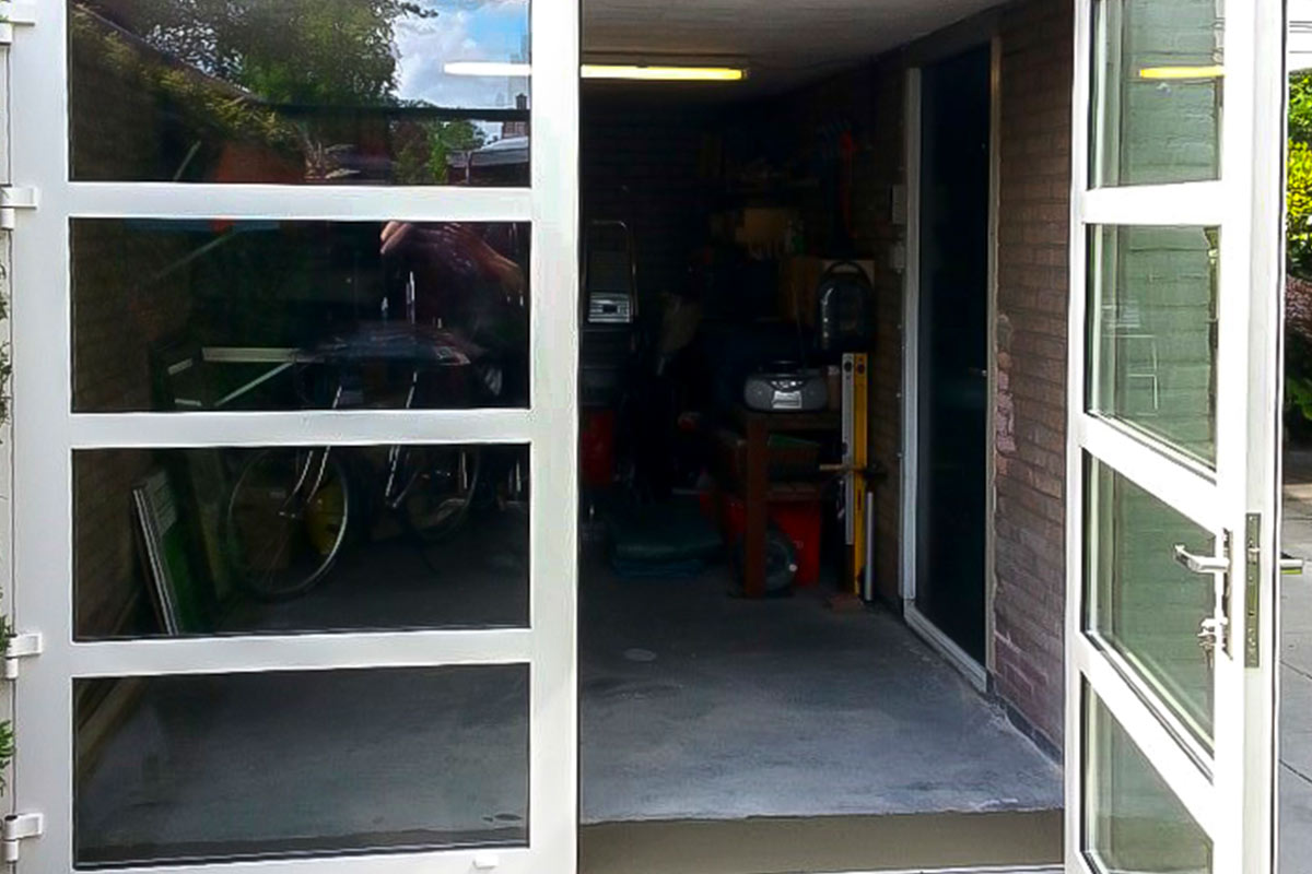 garagedeur-van-glas-4vlakken-horizontaleonderbreking-3