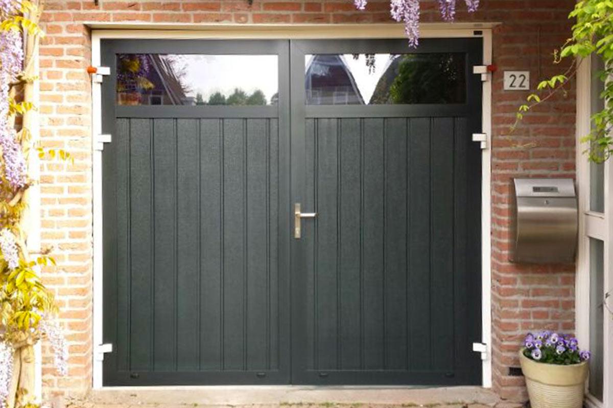 openslaande-garagedeur-verticaal-geprofileerd-houten