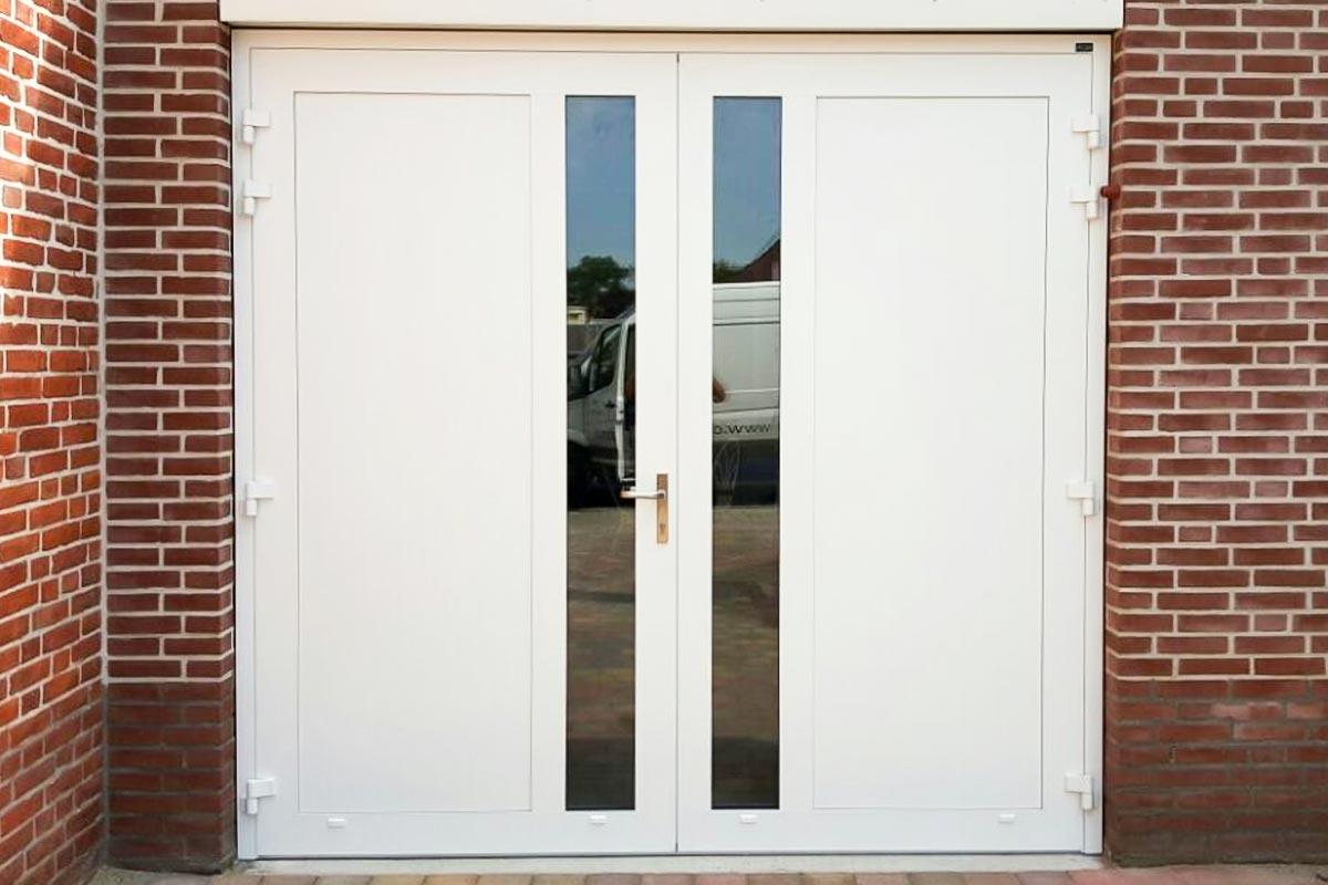 Openslaande-deuren-met-verticaal-HR-glas-wit