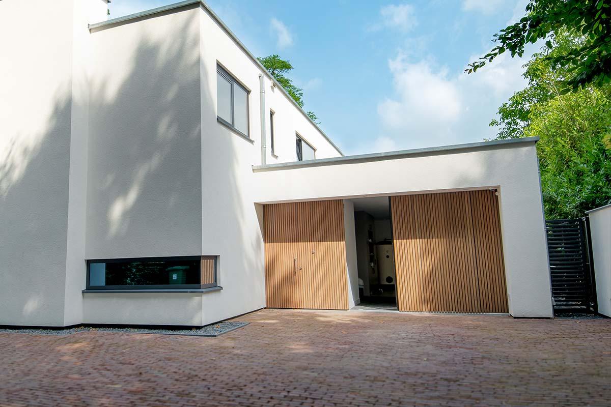 Houten-zijwaartse-garagedeur-7