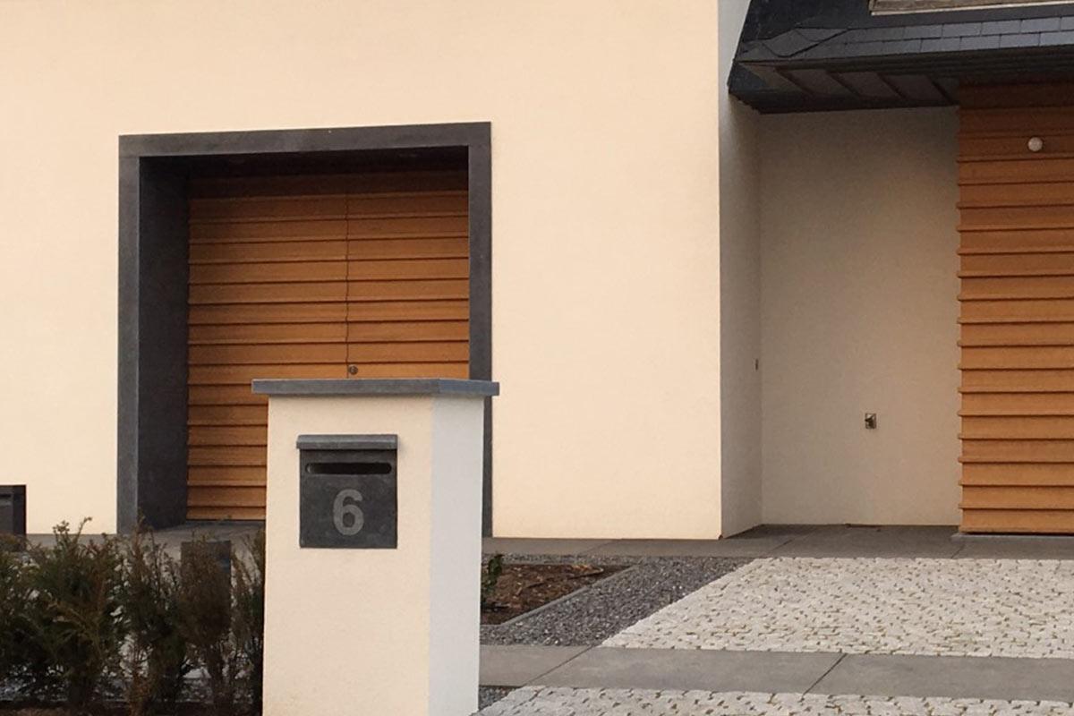 houten-voordeur-en-garagedeur-in-dezelfde-stijl-3