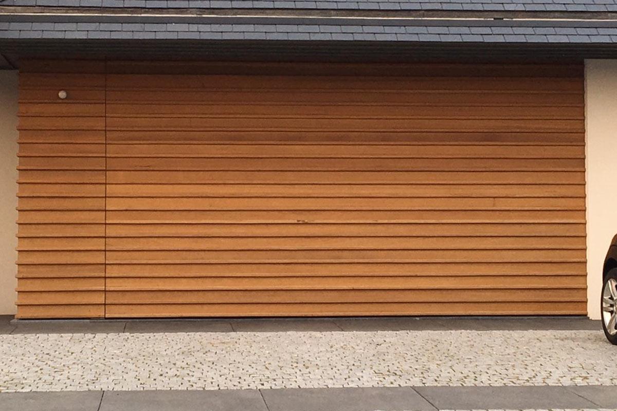 houten-voordeur-en-garagedeur-in-dezelfde-stijl-4