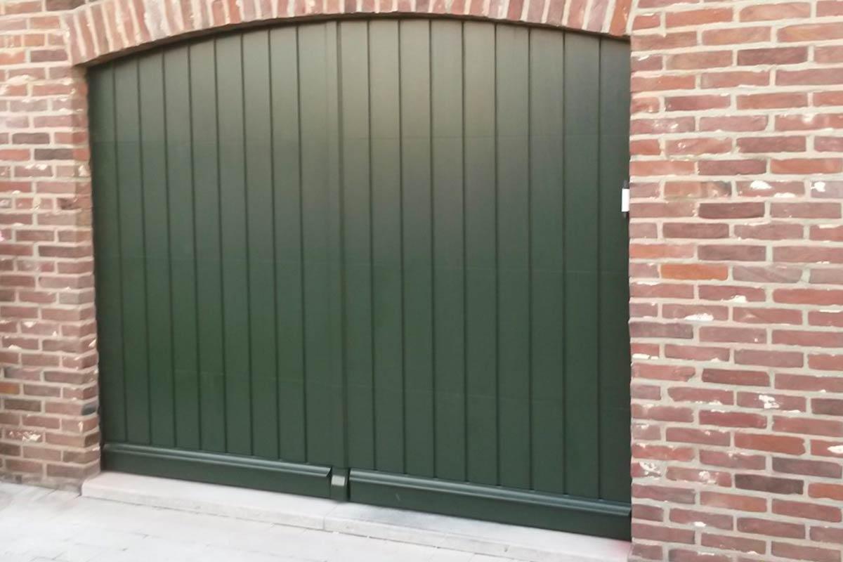 sectionaaldeur-verticaal-meranti-hout-3