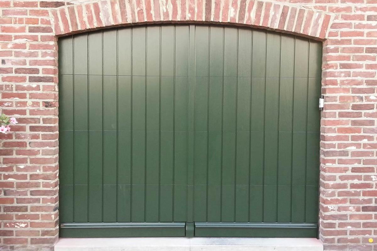 sectionaaldeur-verticaal-meranti-hout-4