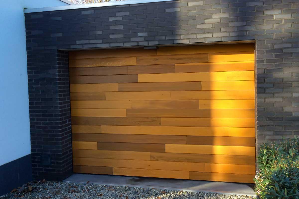 Houten garagedeur Red Cedar