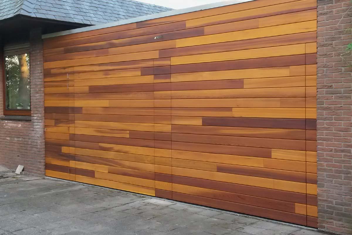Houten sectionale garagedeur