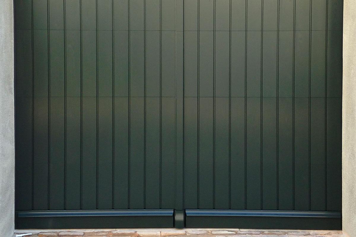 Verticaal-houten-garagedeur-2