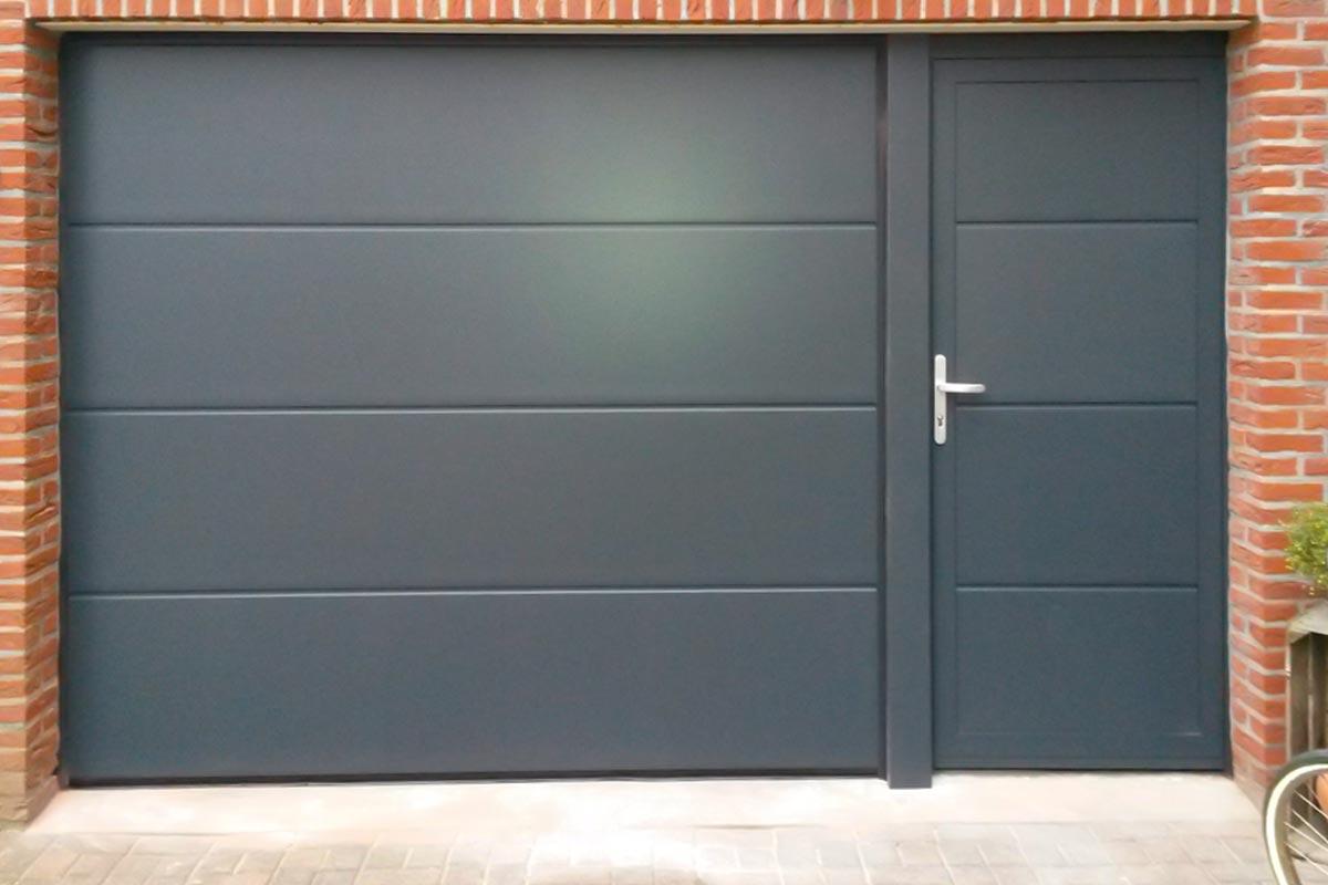 elektrische-garage-deur-met-loopdeur-2