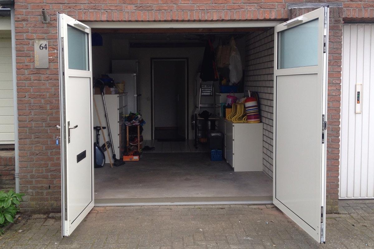 Openslaande-garagedeuren-ramen-melk-glas-2