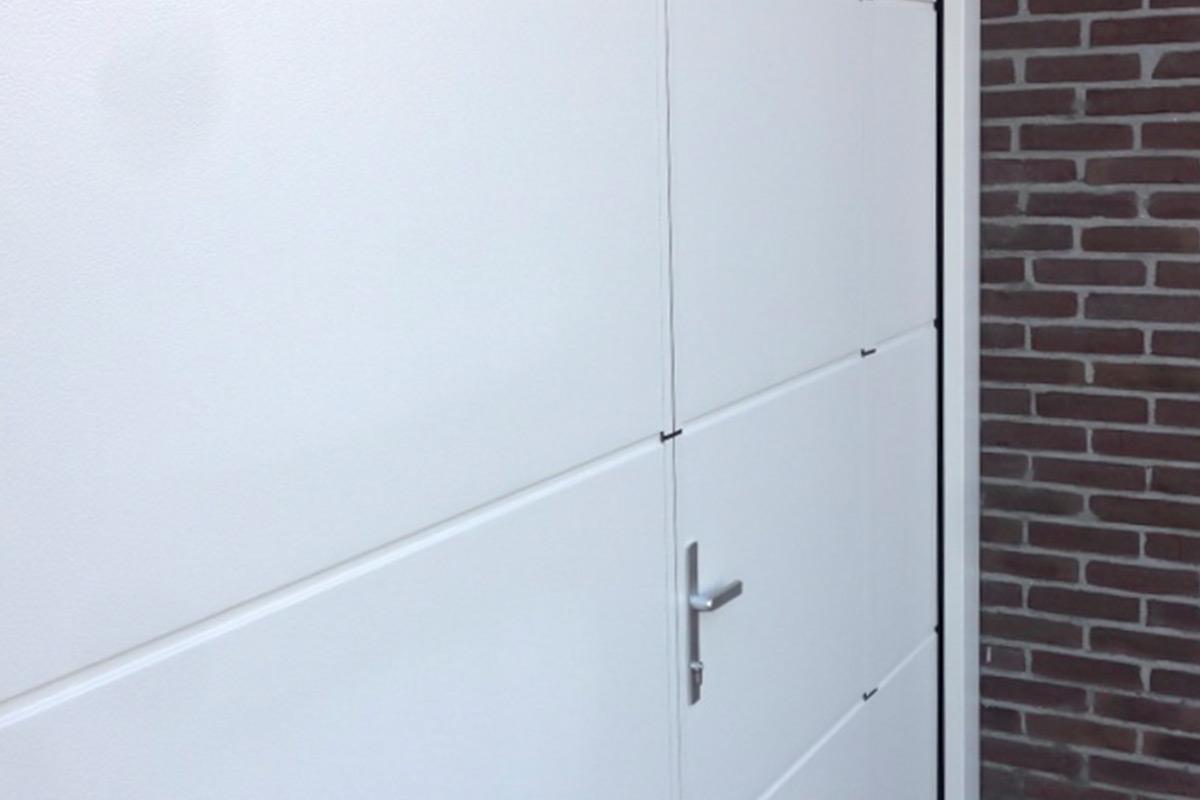 sectionaaldeur-loopdeur-geisoleerd-veilig