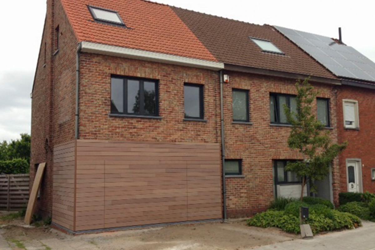 Houten-sectionaaldeuren-meranti-gevelbekleding-Loppem