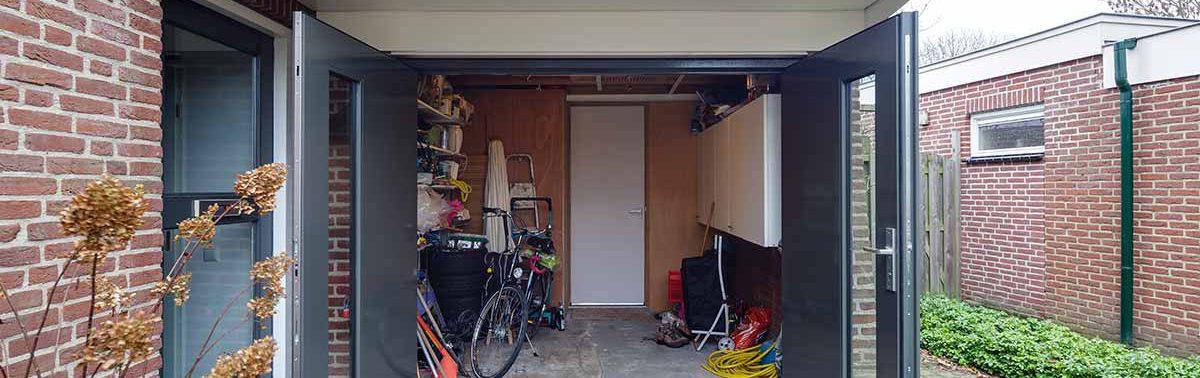 Kunstof openslaande garagedeuren