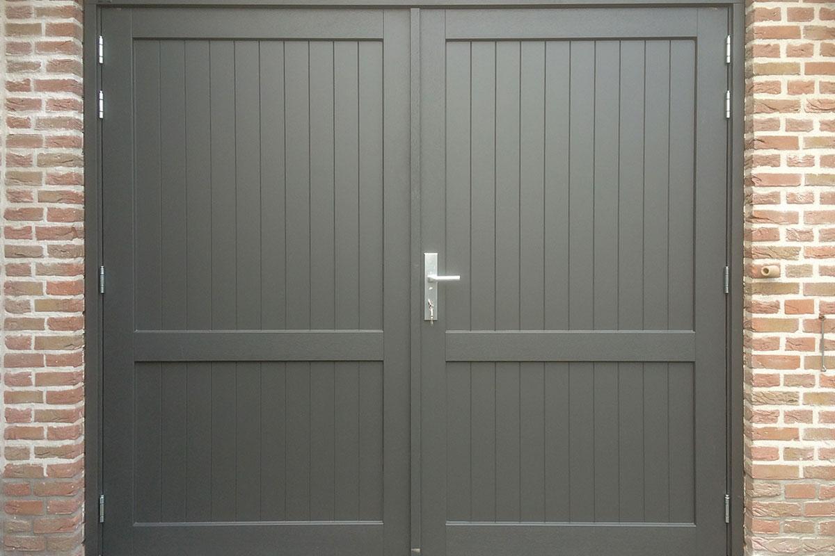 Houten-openslaande-deuren-met-een-klassieke-uitstraling-2