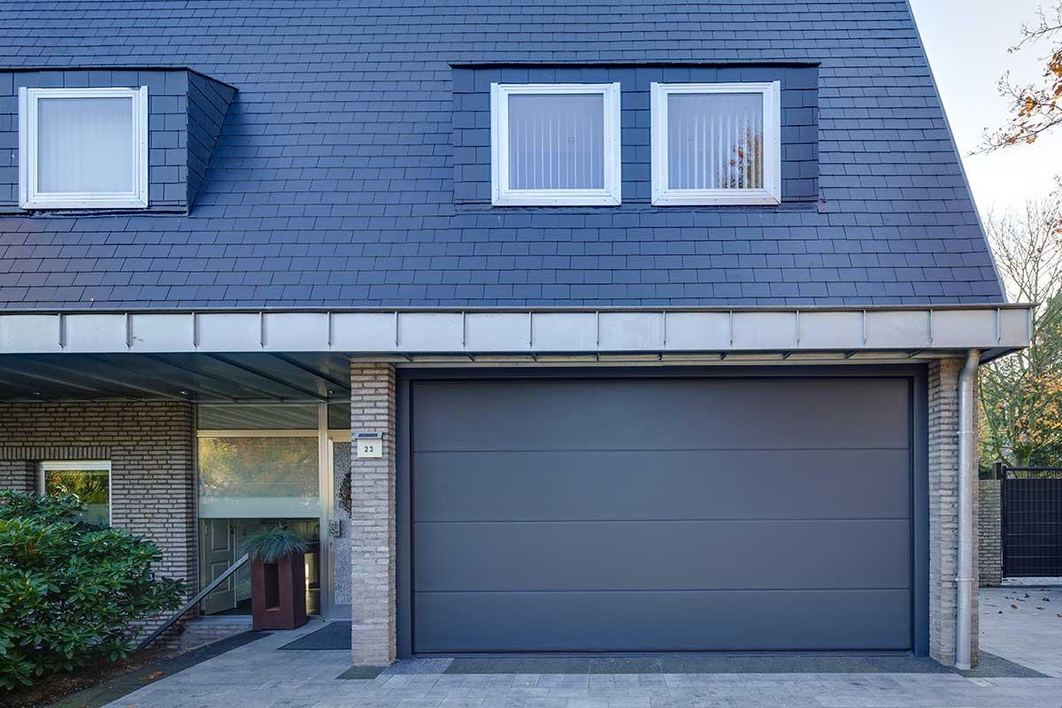 Moderne-elektrische-garagedeur