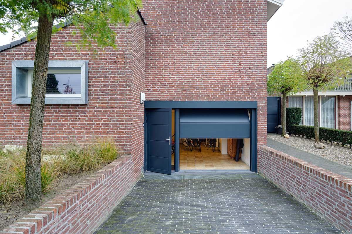 geisoleerde-onderhoudsvrije-sectionaaldeur-en-loopdeur-3