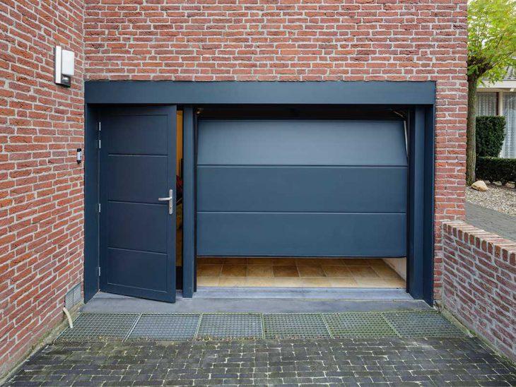 geïsoleerde onderhoudsvrije garagedeur