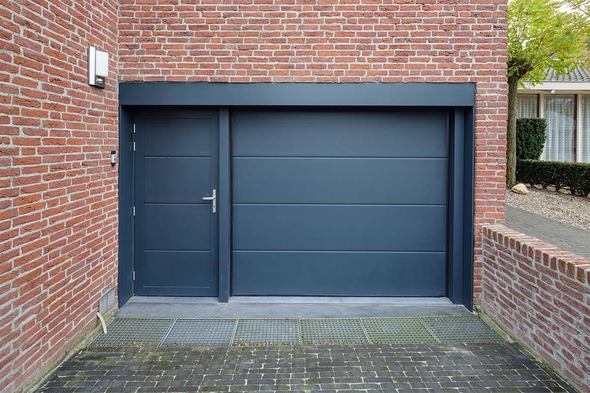 geisoleerde-onderhoudsvrije-sectionaaldeur-en-loopdeur-6