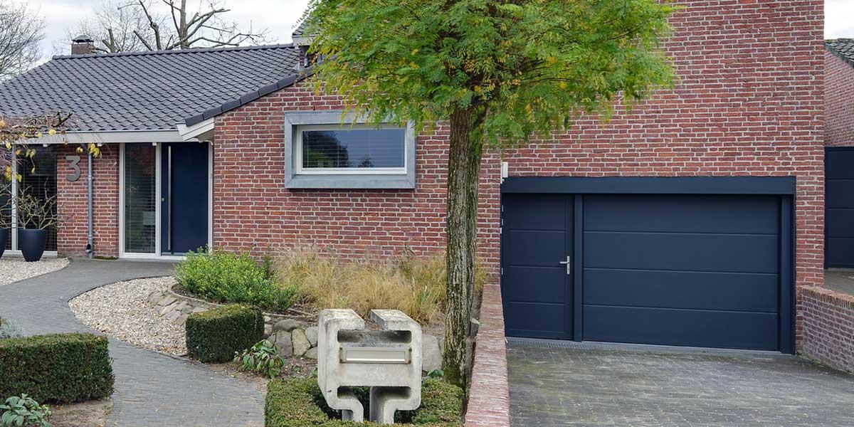 geisoleerde-onderhoudsvrije-sectionaaldeur-en-loopdeur