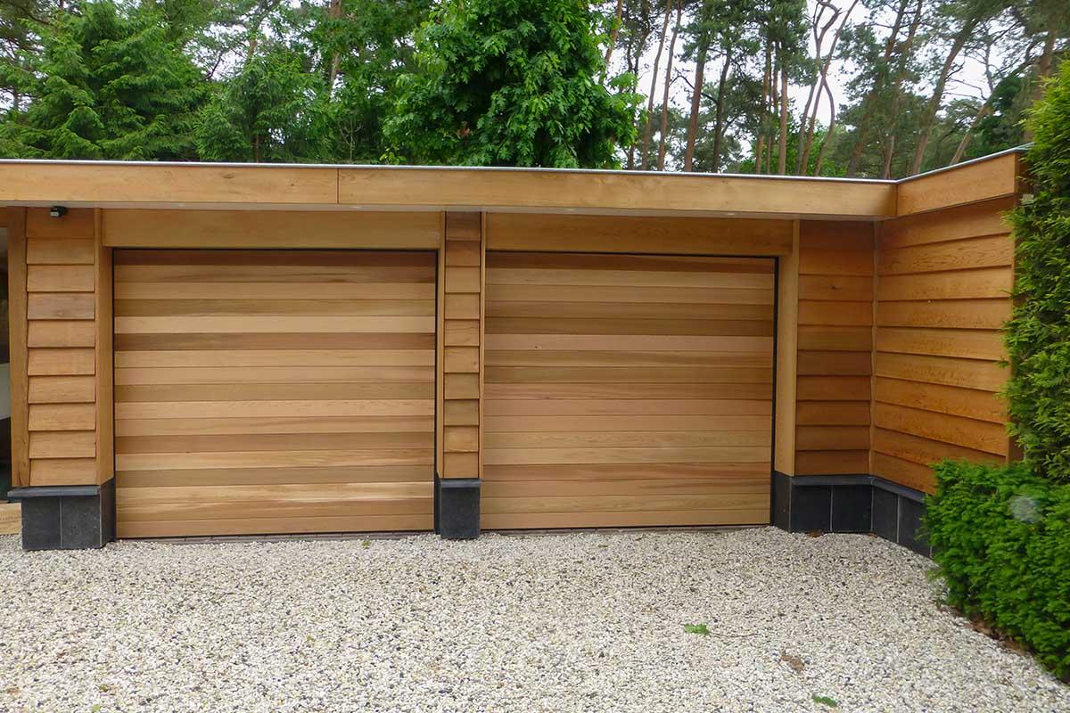 Twee-sectionaaldeuren-van-hout-1