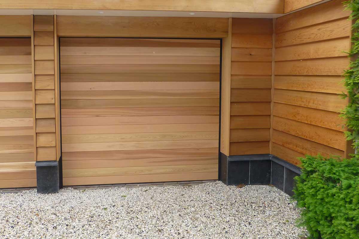 Twee-sectionaaldeuren-van-hout-7