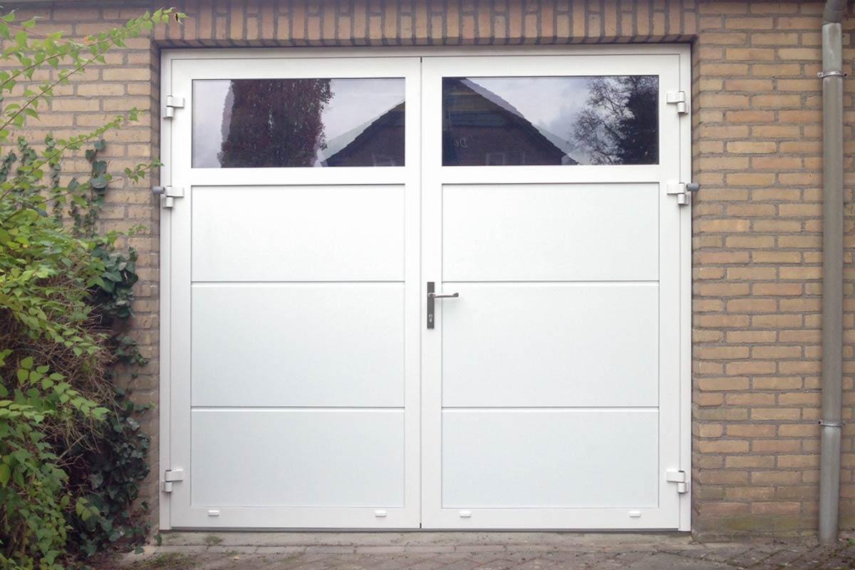 Openslaande-garagedeur-vlak-glad-ramen-helwegen