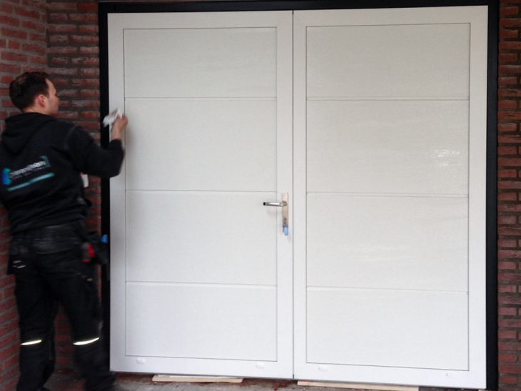 Verzonken scharnieren openslaande garagedeur