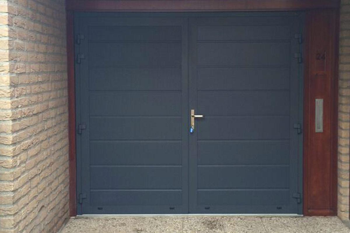 openslaande-garage-deuren-RAL7016-Zwolle1