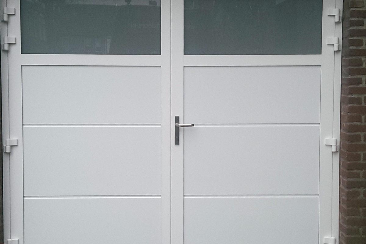 openslaande-garage-deuren-melk-glas-geisoleerd1
