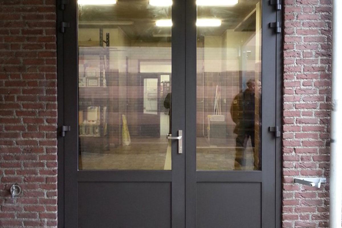 Dubbele-garage-deuren-glas